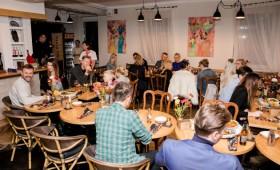 Restorano gimtadienyje – linksmai nusiteikusių garsenybių būrys