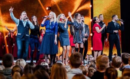 Garsiausi šalies atlikėjai dovanoja spalvingą koncertą vargstantiems