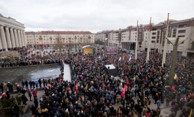 """Protestas """"Mes kaltinam!"""": tūkstantinė minia šaukia Seimui """"gėda"""""""