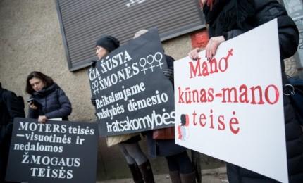 Lietuvos moterys proteste palaikė lenkes dėl abortų draudimo