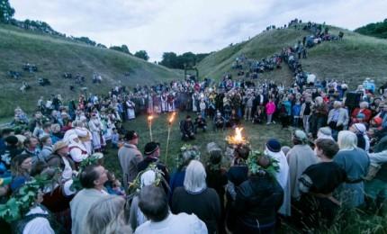 Joninių laužai Kernavėje skelbia: dienos ima trumpėti