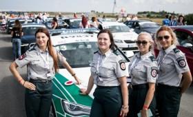 Palangos gatvėse siautėja moterų vairuojami lenktyniniai automobiliai: varžosi ir policininkių ekipažas